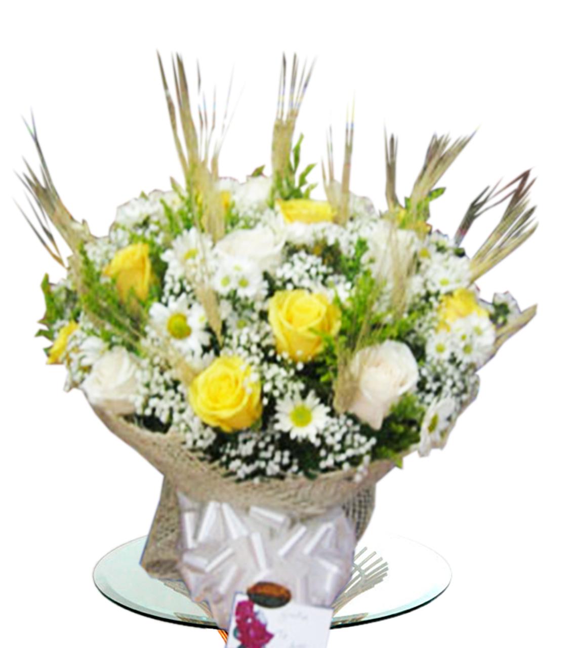 Buquet de flores variadas con trigo